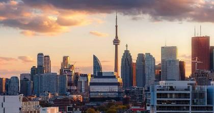 Bay khứ hồi từ Vancouver đến Toronto chỉ với $100 vào mùa thu này