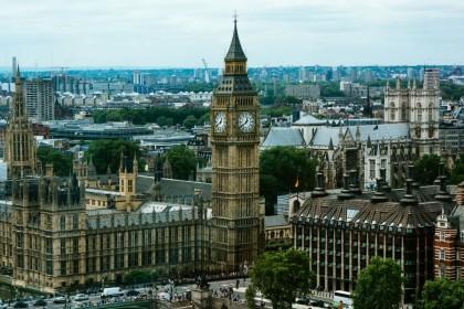 Top 10 trường UK lớn nhất về số lượng tuyển sinh