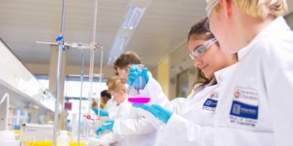 Du học Úc ngành kỹ sư Hóa (Chemical Engineering) - ngành học với mức lương gấp 6 lần chi phí sinh hoạt