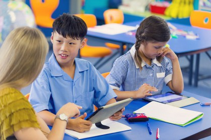 Mang theo con khi đi học tại Úc: chi phí, điều kiện, và thủ tục ra sao?