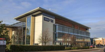Học bổng mơ ước lên tới 50% học phí từ University of Hertfordshire – Anh Quốc