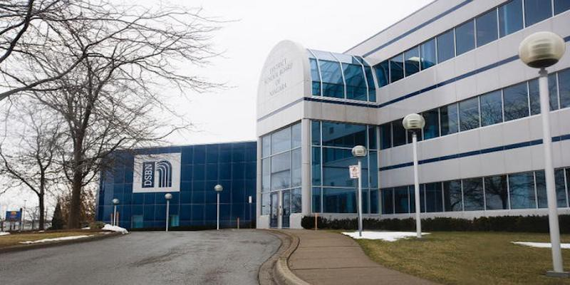 Trường Trung học District School Board of Niagara | duhocnamphong.vn